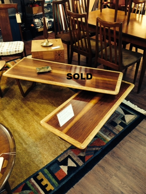 Hard to find, lane acclaim pivoting coffee table.  The piece collectors look for.