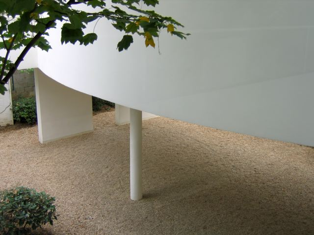 corbusier_villa_ext2.jpg