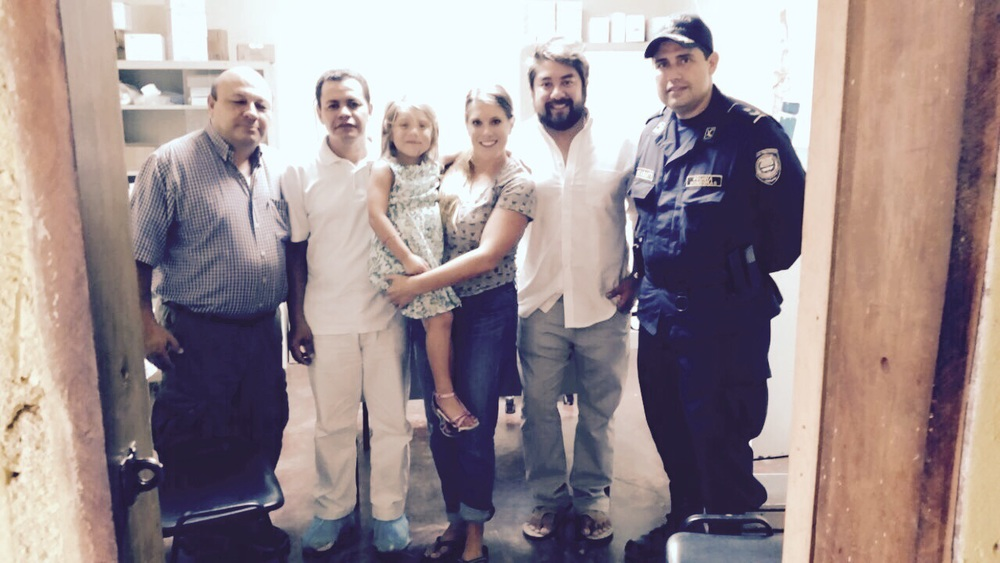 Pastor Allan Lorenzana, with the Mendoza Family meeting with Luis Bustamante at the police.