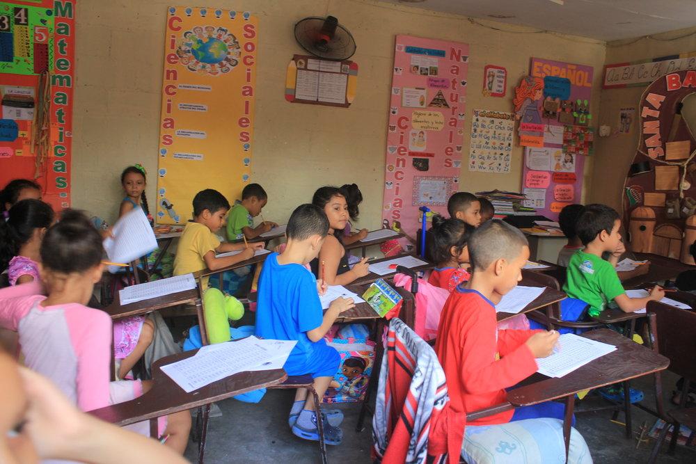 Students at Puerto Del Cielo