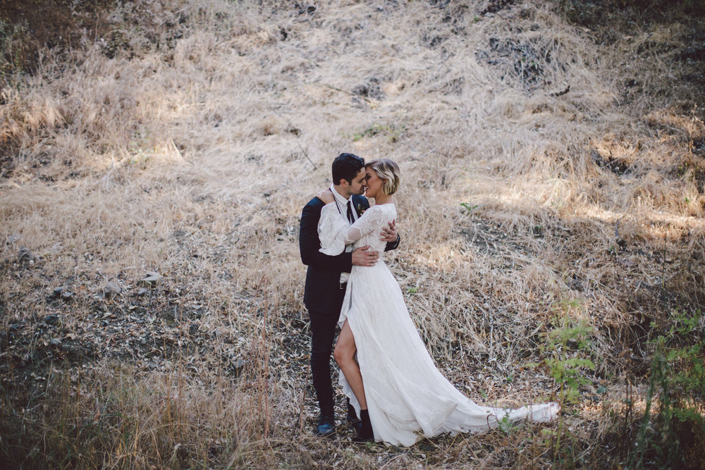 malibu-stonewall ranch-wedding-boho-adventure couple-portraits-romantic