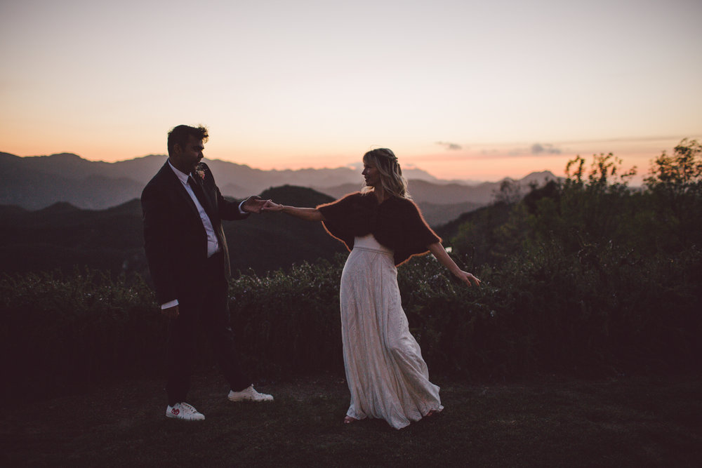 laid back-wedding-boho-malibu-outdoor-backyard-sunset