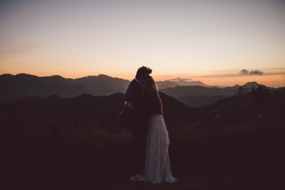 malibu-romantic-sunset-elopement-wedding-backyard