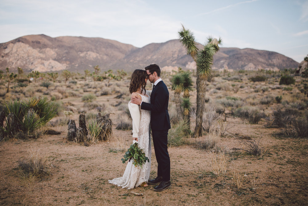 hipster wedding joshua tree cap rock elopement portraits