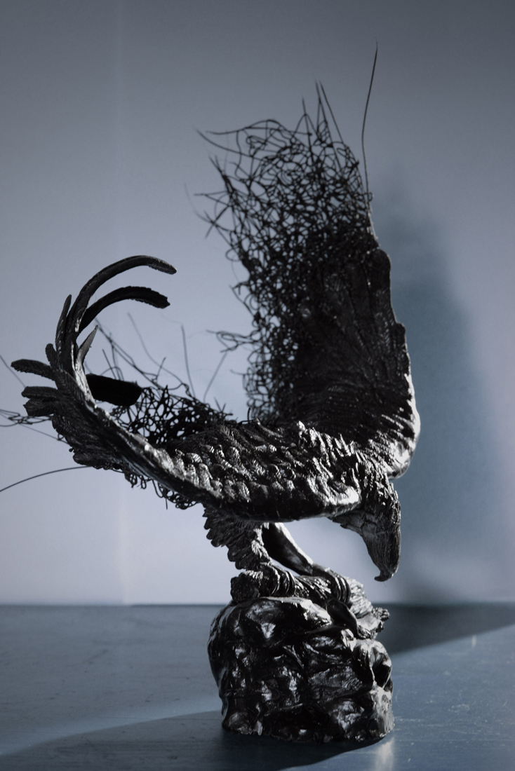 Giles has experimented with other 3D Printing technology. On this eagle sculpture he used the 3Doodler pen and created a wire effect for the wings.