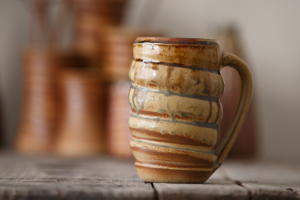 Swirl Mug, 16 oz. in the Amber/Ash glaze.