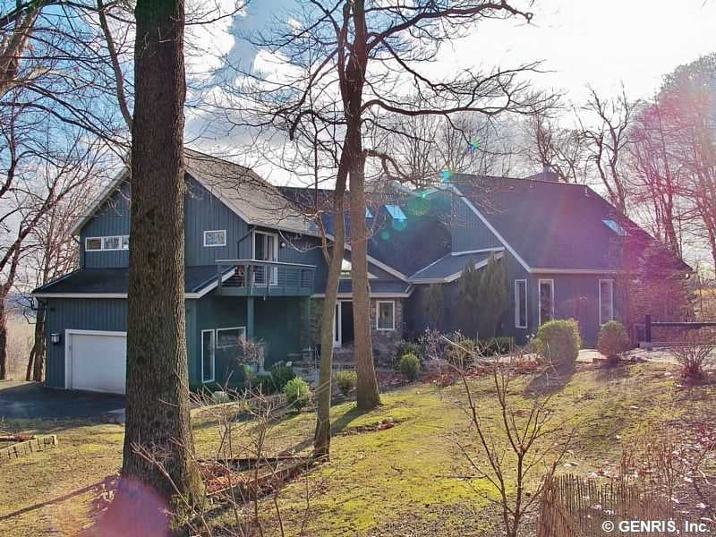 12 Saddle Ridge Trail Perinton, NY 14450 MLS: R290808|   List Price: $524,900