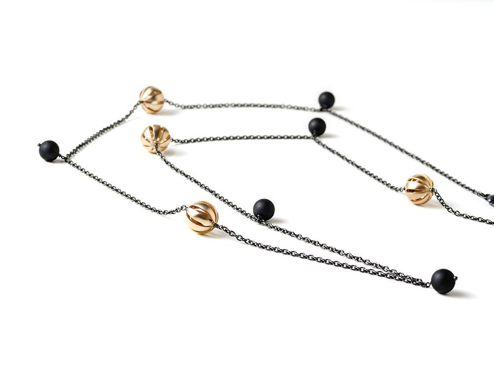 oxidslvr w goldballs & onix beads.jpg