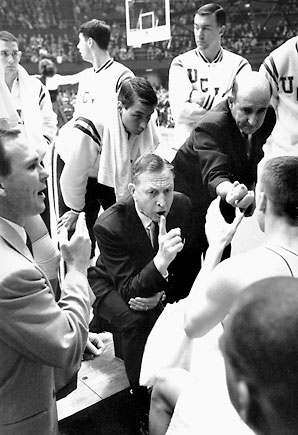 John-wooden-huddle