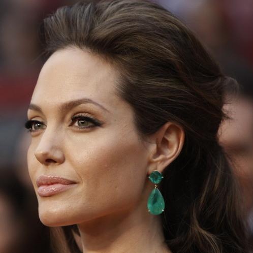 Angelina Jolie wearing emerald Lorraine Schwartz earrings, 2009