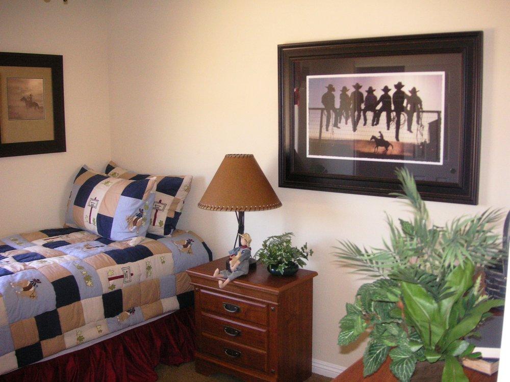 Log Cabin Manor 013.jpg