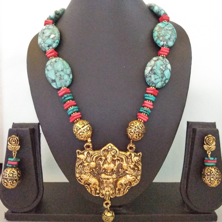 Beads in a temple design - Handmade traditional beads set with earrings