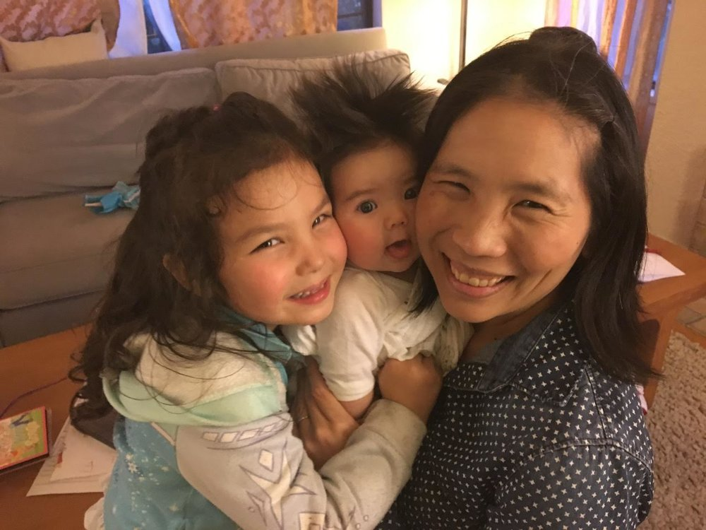 Jia-Rui with her daughters