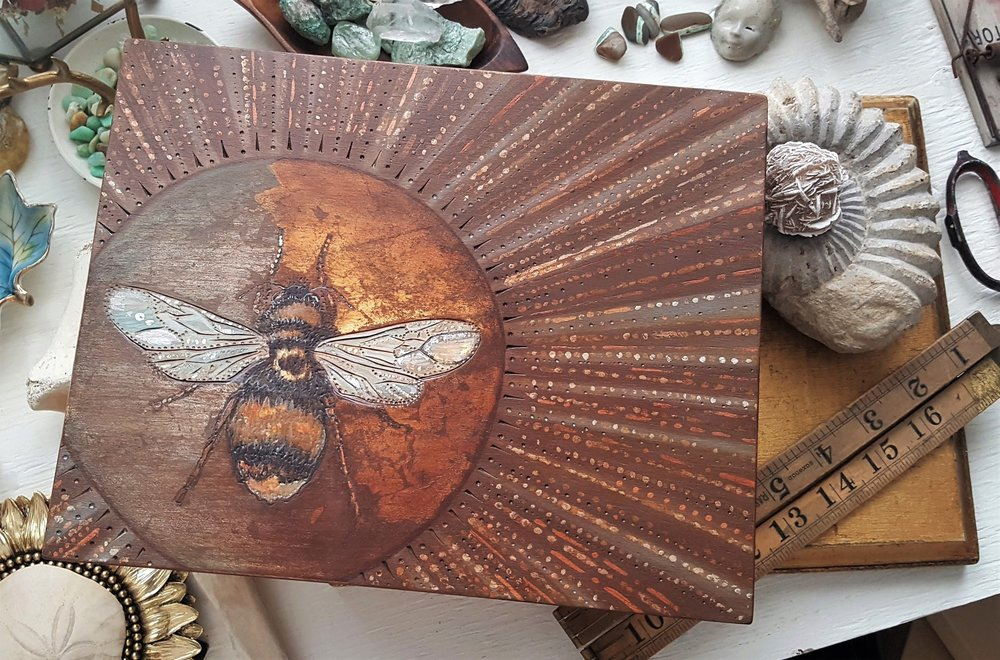 #smallthings #prettythings #shinythings #nature #natureart #bee #artfortheeveryday #artforeveryone #madeinCanada #Albertaart #mixedmedia #art #yyc #artyyc #yycart #pyrography #wood #woodburning #woodart #etc you can find me on  Instagram