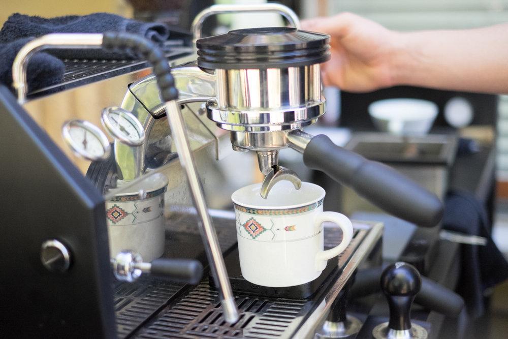 Valor Coffee espresso pour
