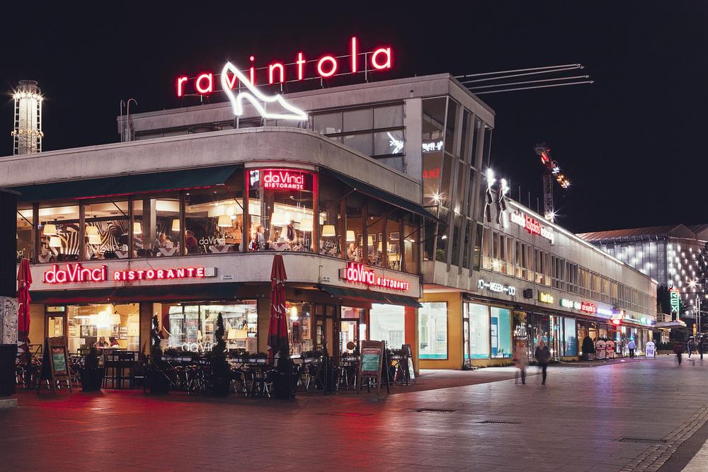 Restaurant DaVinci night-time overview
