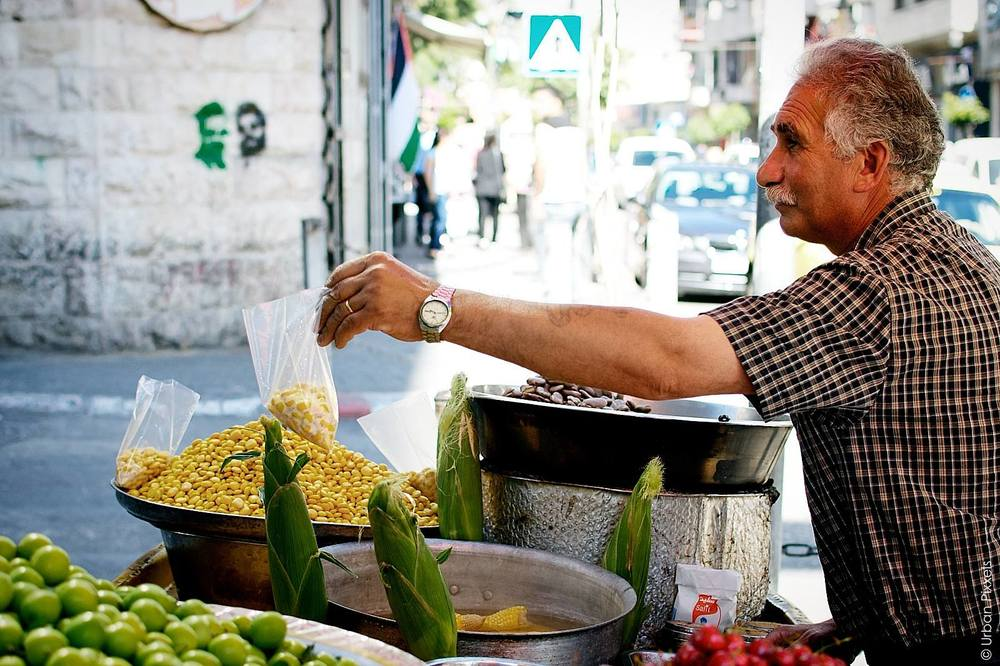 Man-selling-corn-in-Ramallah.jpg