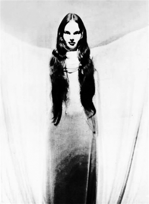 vintagegal: Carroll Borland in Mark of the Vampire (1935)