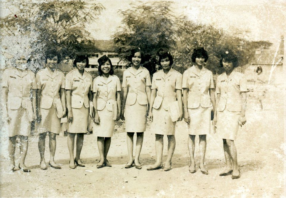 mom 3rd from the right.