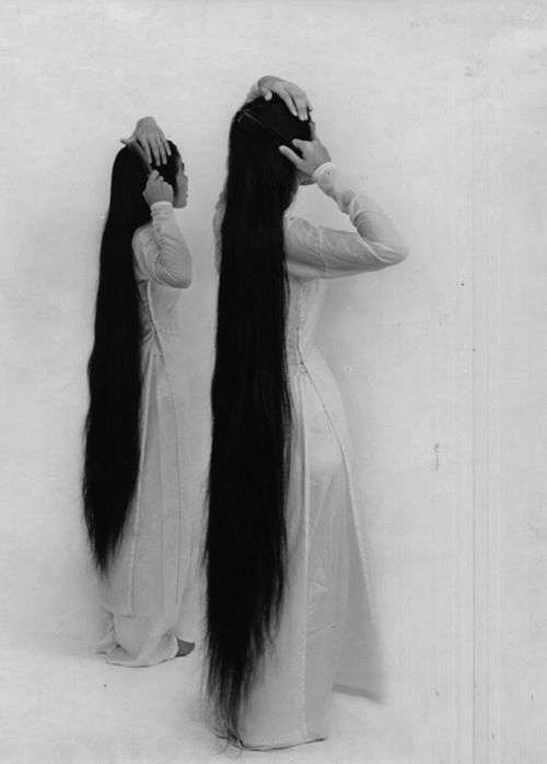 n-a-c-h-t: disorder: I wish my hair was that long :c Whoa