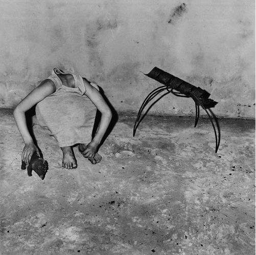 cargohoo: akubizone: kvetchlandia: Roger Ballen   Head inside shirt[Shadow Chamber]   2001