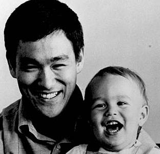 bruce lee and brandon lee, 1966 via i42.tinypic.com