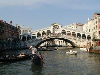 Rialto_Bridge.jpg