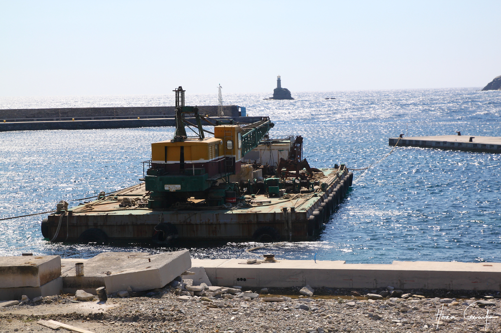The harbour was being expanded--but in Greek style = no rush. The workers showed up at about 2pm.