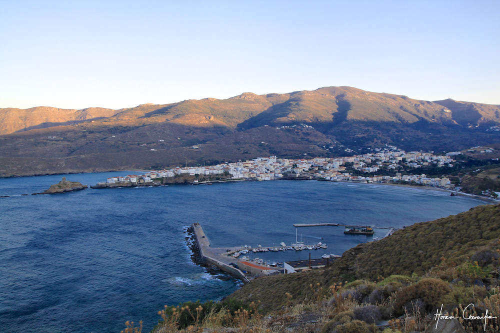 View of Kastron from the hill: On centre-left you can see the Venetian fort and the bridge leading to it, on centre-bottom you can see our harbour: The sailboat with masts is our very own Oxalis.