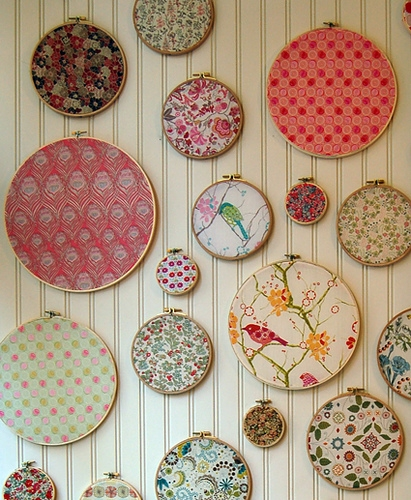 I love this idea.  I'll be using it in my future sewing room.   We heart it / Visual bookmark for everyone  (via  lomo )