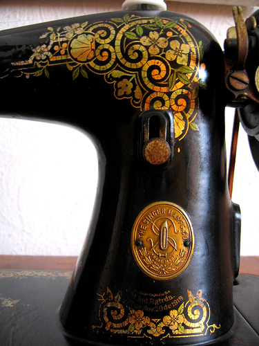 Pretty.  bagel: Sewing Machine Design (via rainy city)