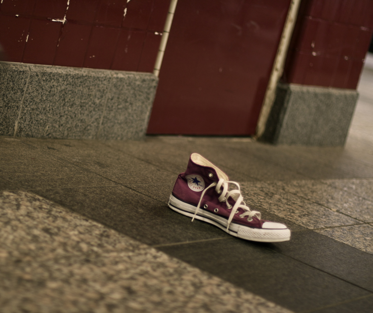 Lonely purple chuck in the subway this morning