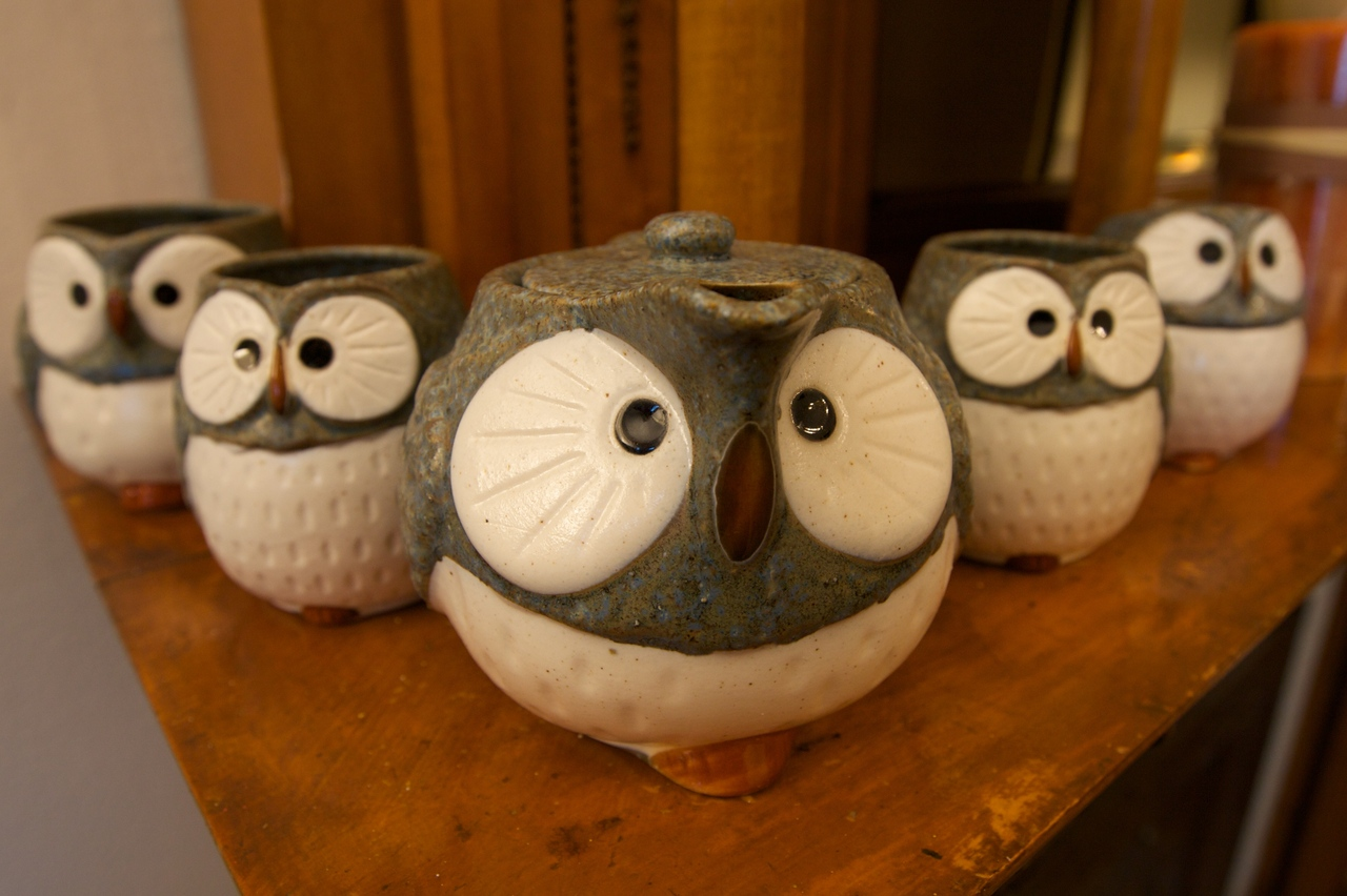I officially completed my parliament of confused owls tea set yesterday with the purchase of the creamer and sugar bowl.  They make me laugh every time I look at them.