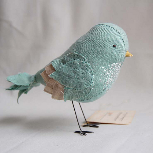 Fat bird!  I want to make one.  That teal twill is so pretty.   Mabel   (via  Ashley Anna Brown )   Her  Etsy Store .