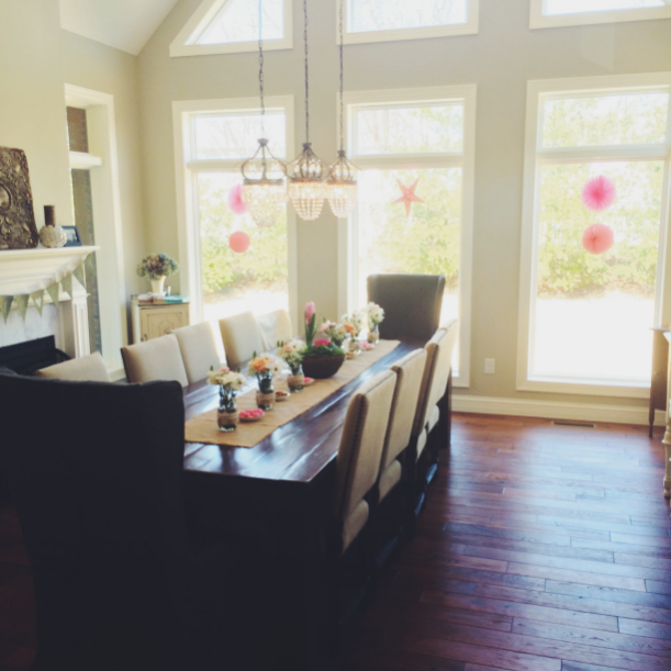 And here's how the room looked with everything! For the table runner we just used burlap fabric.