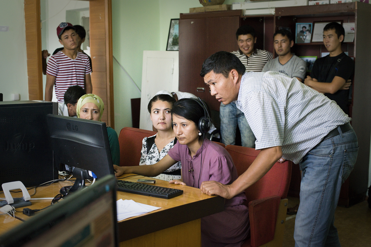 Ydyrys teaches younger journalists at Radio Yntymak as they produce his show, Normalizer, a daily investigative report on conflict themes. It is Yntymak's most popular show, broadcast in both Kyrgyz and Uzbek.