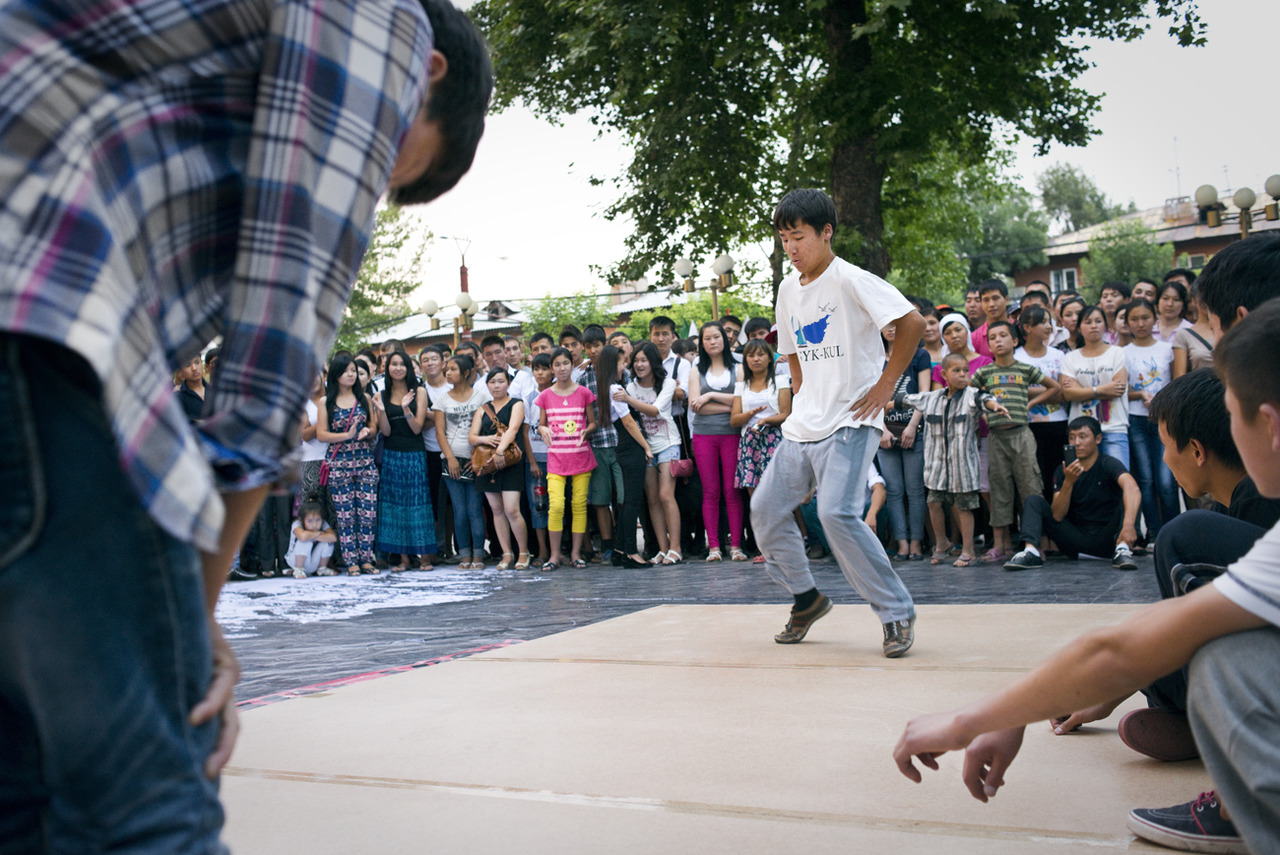 A few organizations organized a hip-hop and breakdance event near the fountain in Aravansky in Osh with the help of sponsors from Bishkek. It was definitely a younger crowd, and many of them were from Bishkek. There were heaps of people there and it was challenging without great Russian or Kyrgyz skills.