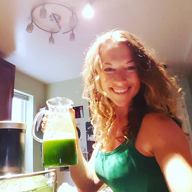 It's a green kinda day! Wear it, drink it, whatever;)...nourishing foods = more energy! #cleanitupmondays #healthyfoods #rkc #kettleprt #eatclean #strongwomenrock