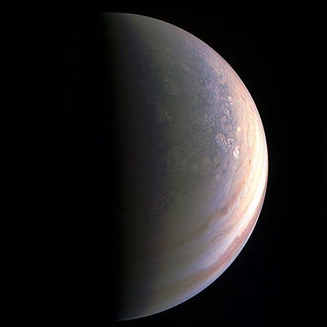Juno @NASA spacecraft's first pictures of Jupiter's North Pole. Discovering Jupiter has climate and weather storms anything unlike any experienced on other planets #ilovespace #wearemadeofstarstuff #Jupiter #Nasa #wearemerelyplayers #science ❤️