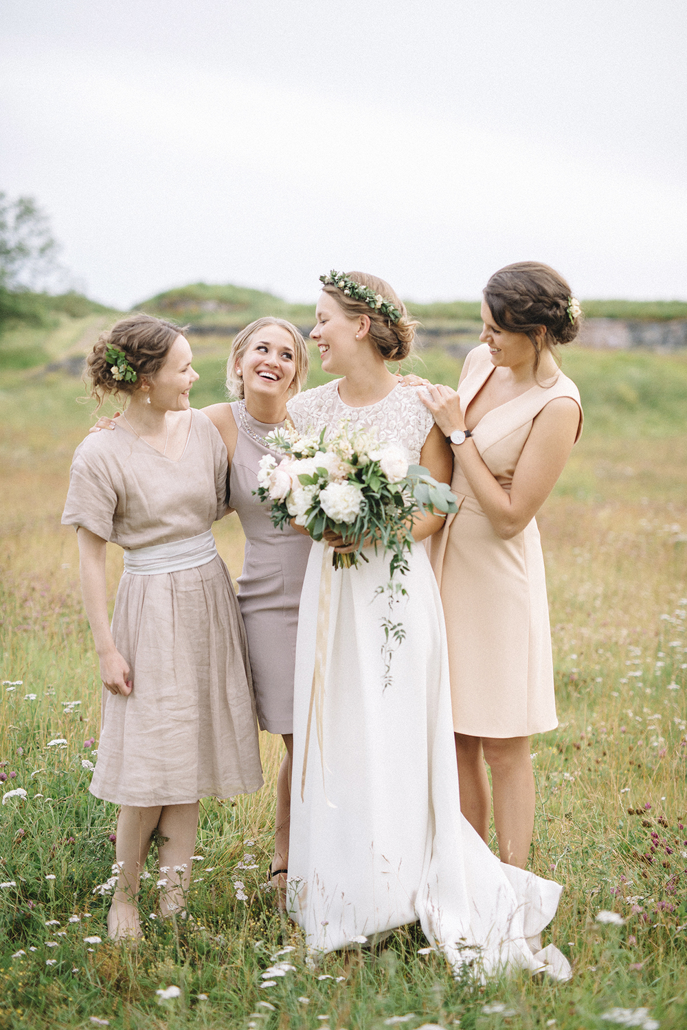 Laura & Jirko's natural summer wedding at Tenalji von Fersen, Suomenlinna