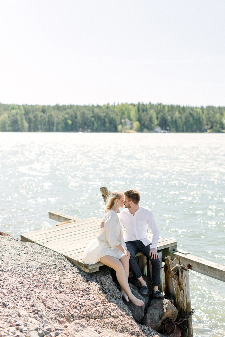 Windy couple shoot in Naantali Parikuvaus Naantalissa (1).jpg