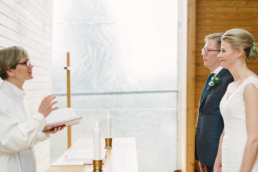 Hääkuvaus Harjattulan Kartano Turku Hääkuvaaja, Dokumentaarinen Hääkuvaus Taidekappeli (30).jpg
