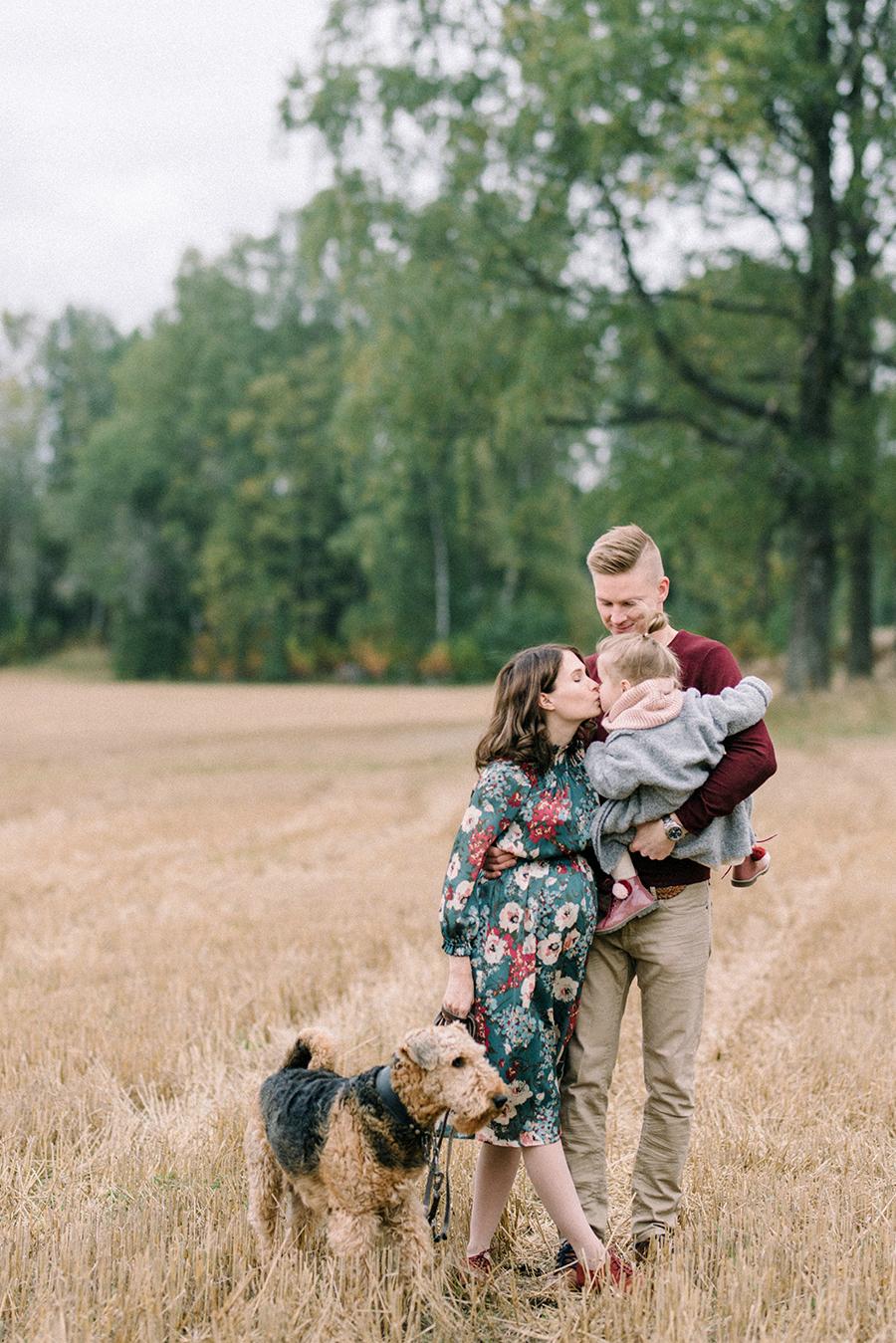 autumnal maternity shoot, odotusajankuvaus, perhekuvaus (3).jpg