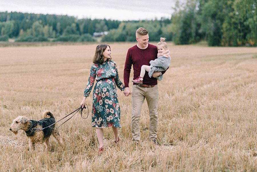 autumnal maternity shoot, odotusajankuvaus, perhekuvaus (4).jpg