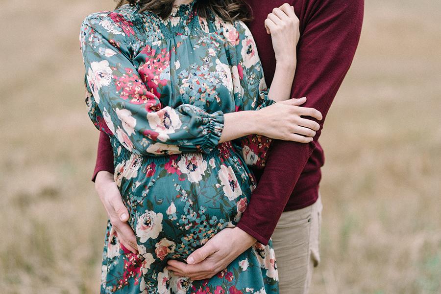 autumnal maternity shoot, odotusajankuvaus, perhekuvaus (29).jpg