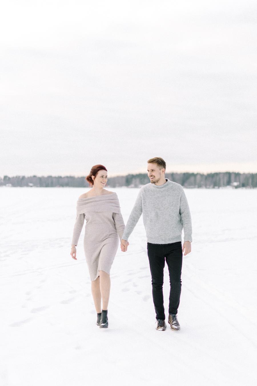 Johanna & Toni's Snowy Couple Shoot in Nuuksio, parikuvaus Helsinki Espoo (5).jpg