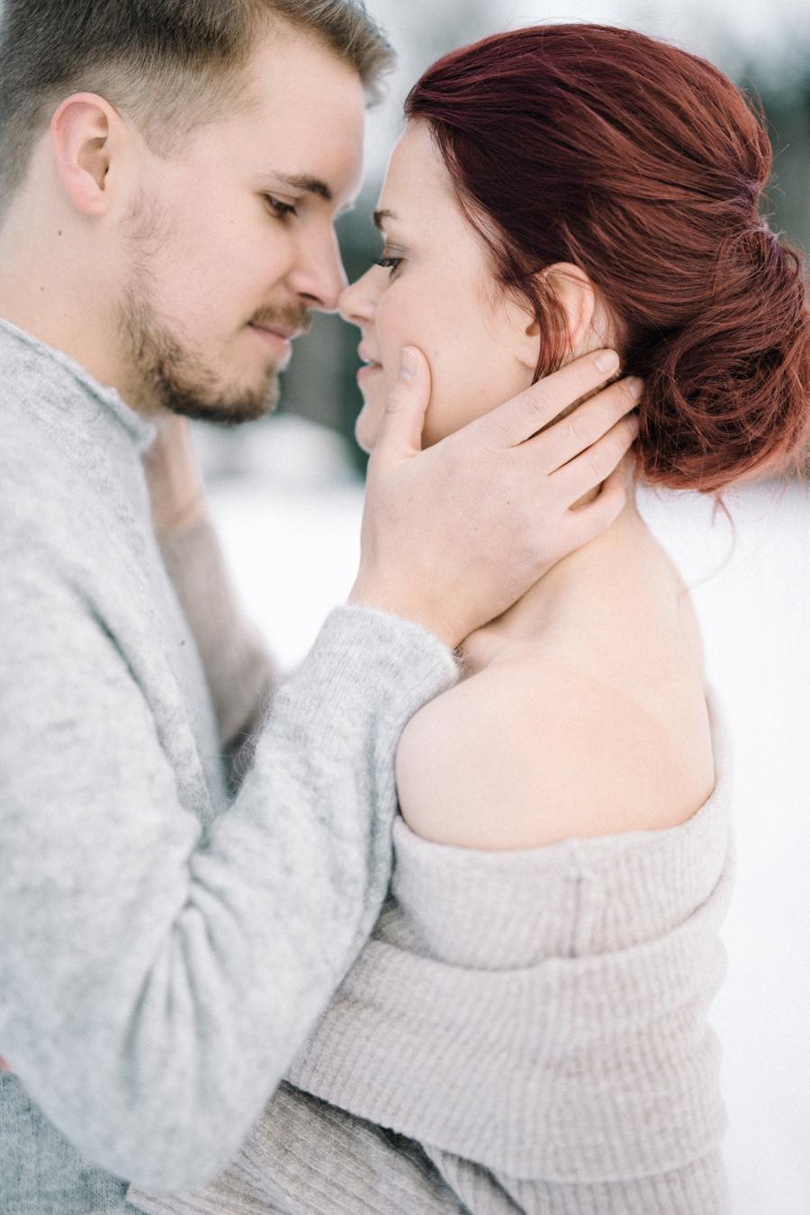 Johanna & Toni's Snowy Couple Shoot in Nuuksio, parikuvaus Helsinki Espoo (15).jpg