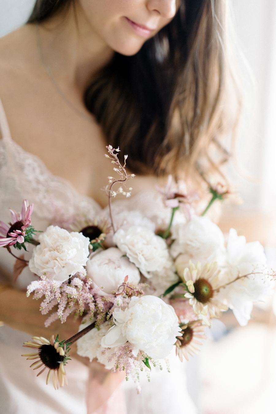 Huomenlahjakuvaus Helsinki, St. George Hotelli, Bridal Shoot, Bride to Be, Boudoir Shoot at a hotel in Finland, Hääkuvaus, Hääkuvaaja, Destination Wedding Photographer