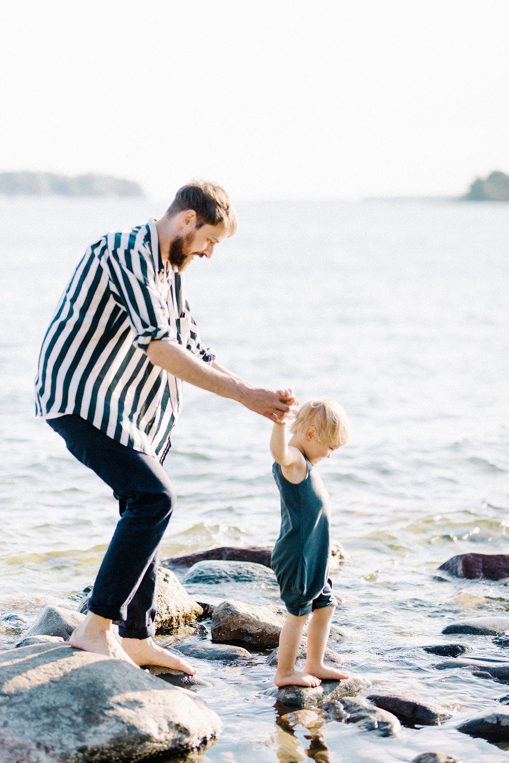 Family Shoot By the Sea in Helsinki, Finland