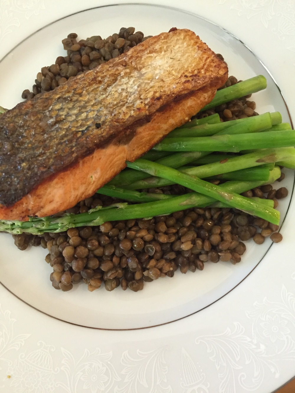 Crispy Pan-Seared Salmon with Lentils and Asparagus